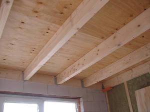 Plat dak balken afstand u dak te repareren