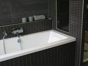 Casadata badkamer renoveren met bad douche wastafel toilet en verwarming met eenvoudig - Betegelde douche ...