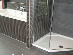 Casadata badkamer renoveren met bad douche wastafel toilet en